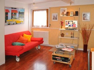 5 min from ski slopes, 25sm studio with parking & WIFI, sleeps 1 to 3