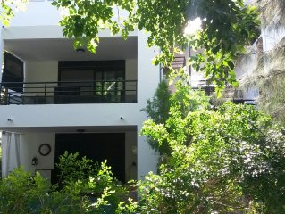 Bright 1st floor apartment with covered terrace, 80 meters from the lagoon