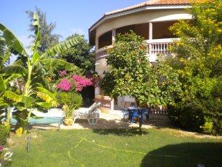 coup de coeur: Villa privee avec piscine dans village africain
