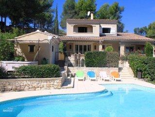 Maison de 200 M2 8 pers avec piscine et Spa prive face au Luberon