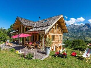 Grand Chalet en bois haut de gamme, en station village, uniquement l'ete.