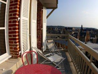 2 pieces avec grand balcon-terrasse en plein centre dans une maison ancienne