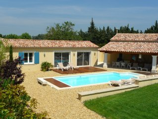Provencal villa Neuve On Quiet Ground Pool + Au Pied Du Luberon