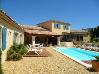 Ensemble de 2 villas provencales neuves + piscine au pied du Luberon