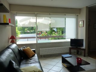 Renovated apartment, quiet and sunny with large yard and Tennis Lake 5 minutes
