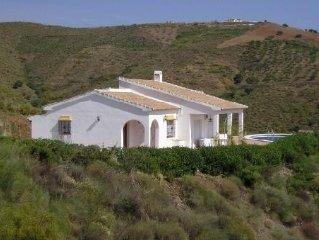 Villa de campagne avec piscine, proche mer, pour 6 personnes, tout équipée.