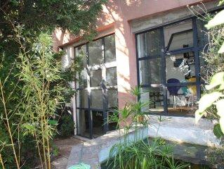 Maison indépendante dans le jardin d'un quartier résidentiel de Marseille