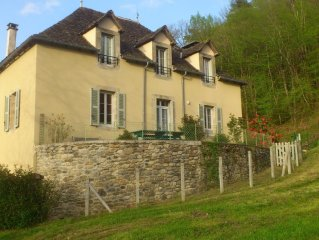 Grande maison de famille restaurée dans un hameau à 2 km d'Argentat