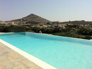 Villa Cycladique avec piscine a debordement vue imprenable sur la mer