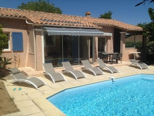 Nice detached villa with a swimming pool in a quiet neighbourhood
