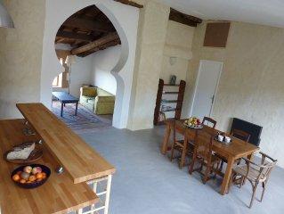 A 9 km de Gordes, maison de hameau avec terrasse