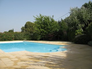 House with pool in Provence in the regional natur