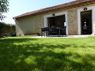 CHARMING STONE 80m² with JACCUZZI in the village center