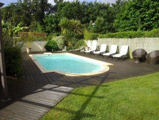 Maison contemporaine avec piscine , situation idéale pour découvrir le Bassin