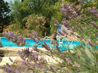 Maison independante,tres bien equipee et situee, piscine, calme