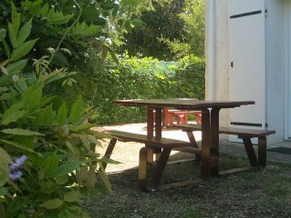 COTTAGE WITH 3 BEDROOMS AND LARGE GARDEN with WIFI