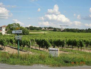 Etable du 19eme transformee en residence au milieu des Vignobles Charentais