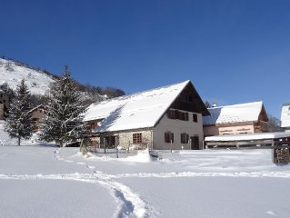 Large mountain chalet with all modern conveniences, ideal for several families