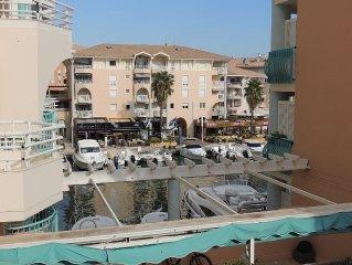 MIRAMAR -Beau 2 pieces Port Frejus - parking prive