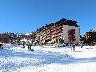 Residence Risoul 1850 ski from the door