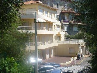 Appartement T2  lumineux 55m2 à 25m de la plage dans petite Rés très calme