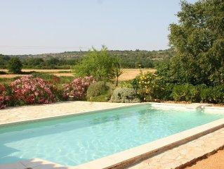 Mas provencal renove avec chambres climatisées et superbe vue sans vis a vis
