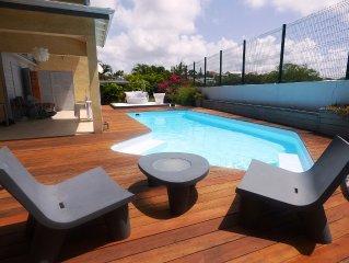 Unique en Guadeloupe  : Villa a 400 m de la plage avec cabane dans le manguier