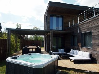 At the entrance of Parc du Perche, contemporary wooden house with spa, 8-13 per