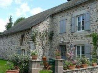 Maison de 1850 entierement renovee  situee dans le bourg.