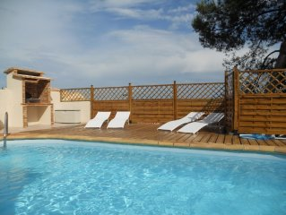 Villa de standing 6/7 personnes, clim, piscine chauffee, spa, plage a 200 metres