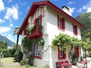 Villa neobasque a Luz St Sauveur