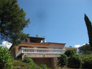 Très belle villa avec grande terrasse et vue magnifique