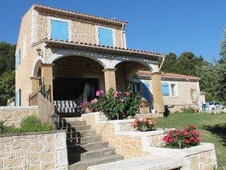 Villa provençale sur un hectare de terrain au coeur de la nature calme farniente