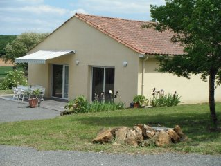 COMFORT of a new house, 100m2, 12 km from Sarlat, FREE WIFI.