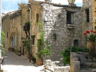 House of character in the heart of a medieval village, Tourrettes sur Loup