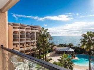 Superbe vue mer à Cannes,plage de sable à 50 mètres. Appt avec 5 lits