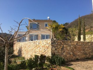A 10 Km de Menton, magnifique vue mer Villa neuve avec piscine aux portes du Mer