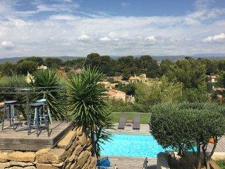 Villa avec piscine et vue imprenable sur les vignobles, plage a 10minutes a pied