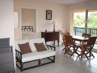 Apartment 2 beachfront rooms 48m2 + 13 m2 terrace + parking