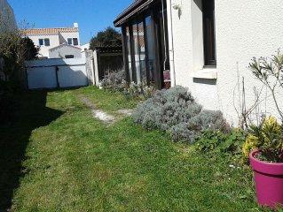 Noirmoutier le vieil, grande maison plein sud sans visàvis