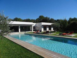 Villa contemporaine 280m2 avec piscine et jacuzzi dans campagne Aixoise