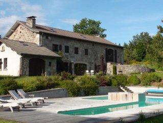 Demeure de 1850 entierement renovee avec piscine chauffee couverte