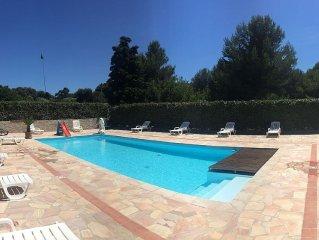 Maison semi-indépendante avec superbe piscine privative et pool house, wifi