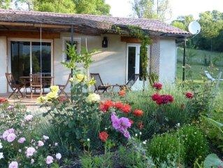 Une maison bois dans la prairie au coeur de la Haute Provence ...
