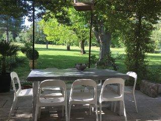 Mas provencal a Saint Remy de Provence dans parc arbore