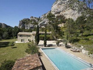 Charming Provencal house situated in a privileged environment in les Alpilles