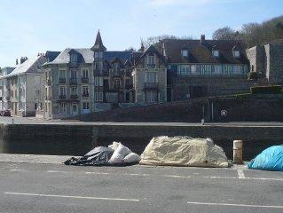 Appartement en rez de chaussée,  terrasse, sans vis à vis vue mer, port et phare