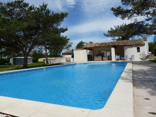 contemporary villa 12 percent - close to Avignon and L'Isle sur la Sorgue