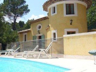 Villa atypique, terrain clos, piscine et jeux de boules sur  Draguignan