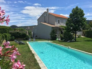 Family house in Provençal village with large garden, 5 ch. 12 pers.